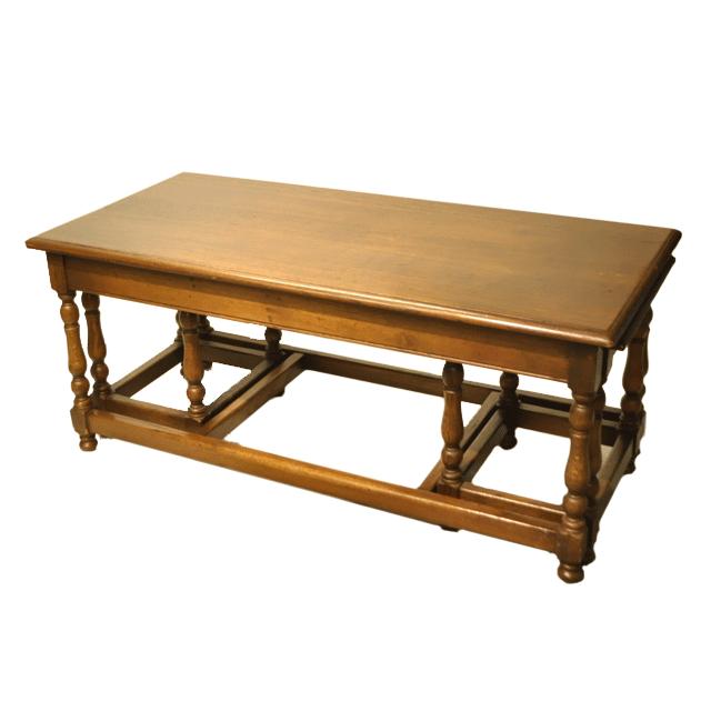 オークの無垢材で作られたアンティークネストテーブル