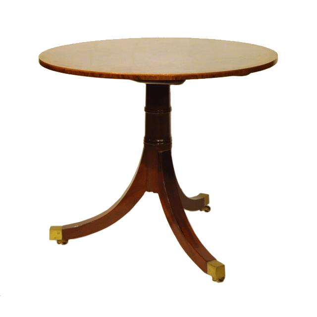 マホガニー材で作られたキャスター付きアンティークソファテーブル