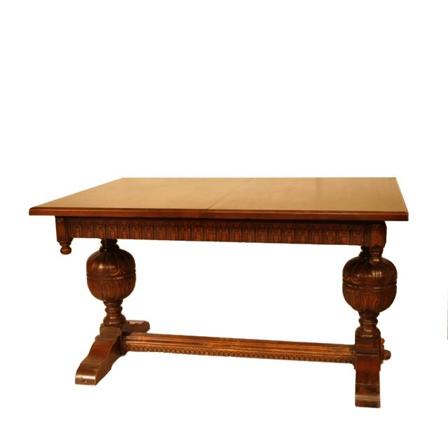 オーク材で作られたバルボスレッグが特徴的なアンティークサプライズテーブル
