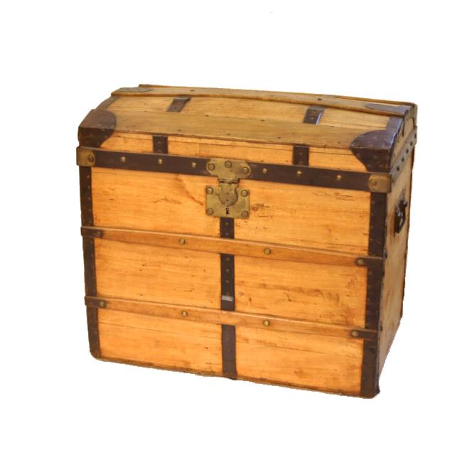 宝箱のような見た目のアンティークボックス(トランク)
