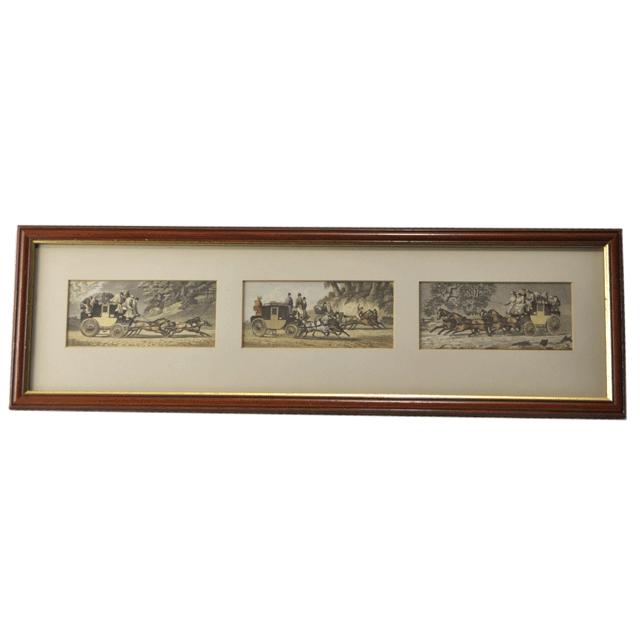 イギリスの4輪大型馬車(coach)で移動する人々を3つのシーンで描いてある絵画