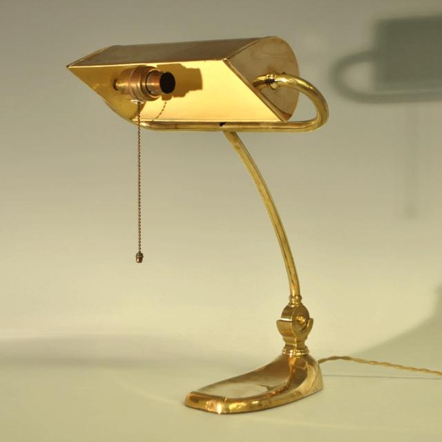ブラス(真鍮)のアンティーティークテーブルランプ