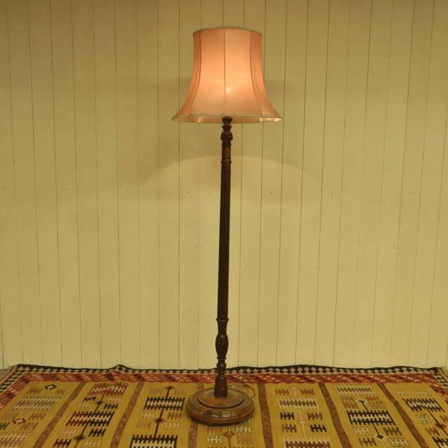 オーク材で作られたアンティークフロアランプスタンド(ホールランプスタンド)ピンクシェード付き