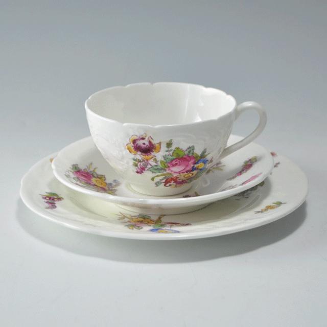 イギリスの陶器ブランドCoalportコールポートの花が描かれているアンティークティートリオ