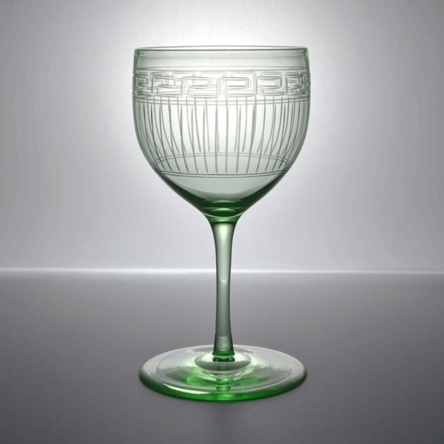 ウランを混ぜて作られたアンティークレイニアンワイングラス