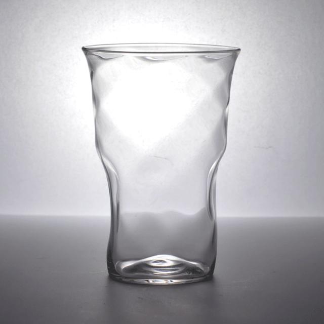 独特のアンティークグラスの揺らぎが特徴的なイギリス製タンブラーグラス