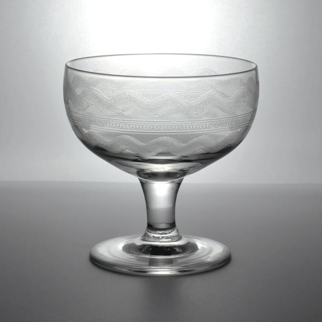 エッチングの技法で装飾が施されたアンティークアイス・ワイングラス