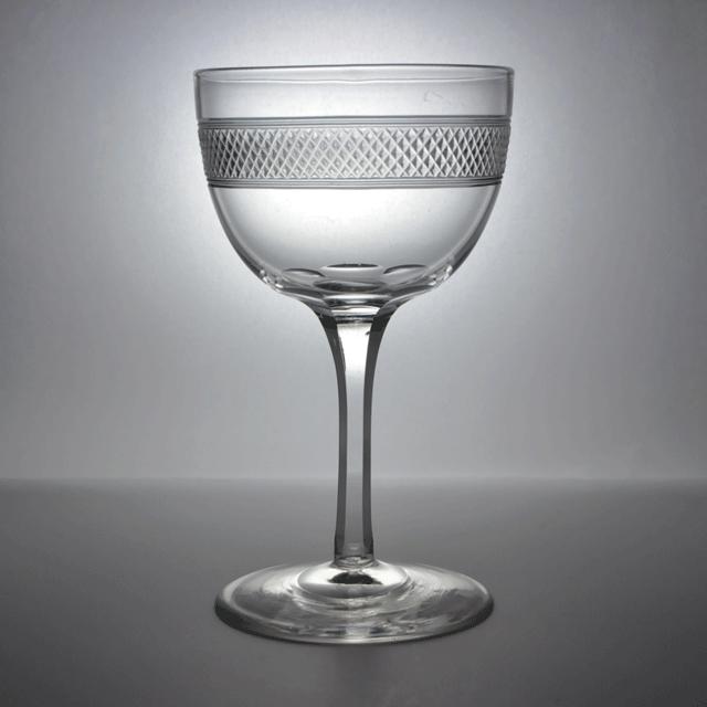 カット技法で装飾が施されたアンティークワイングラス