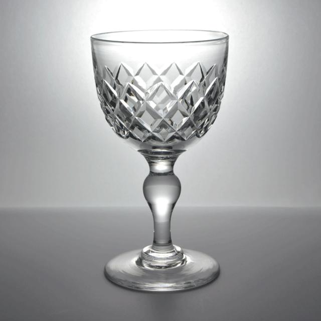 Tudor Crystal/チューダークリスタル社のハンドカットが施されたアンティークワイングラス
