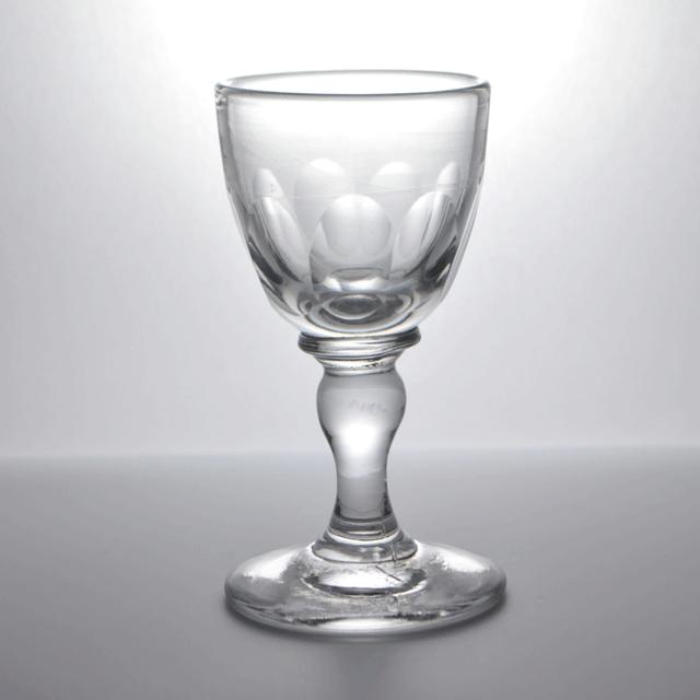 アンティークガラス独特の揺らぎが見えるショットグラス(リキュールグラス)