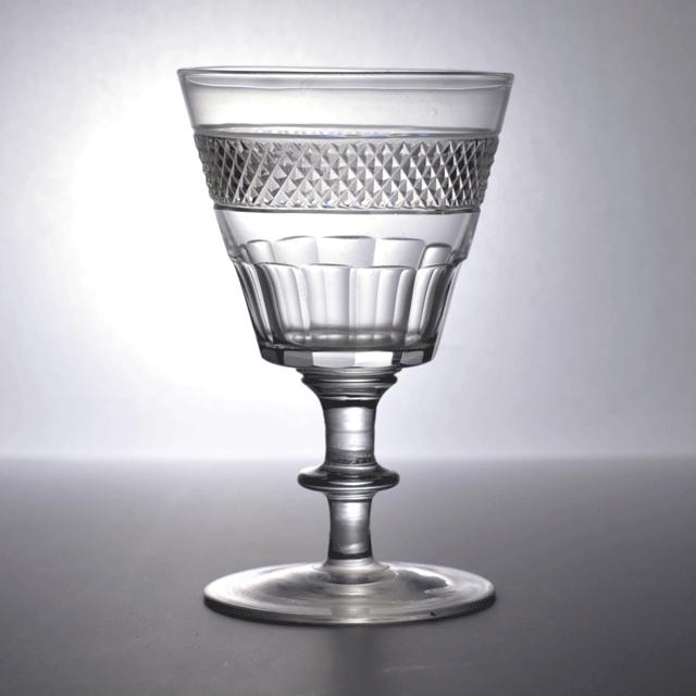ハンドカットで作られたイギリス製アンティークリキュールグラス