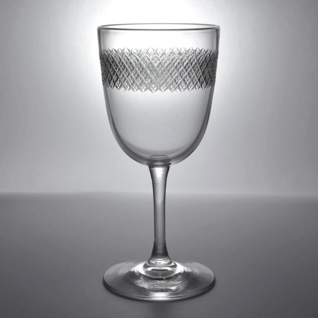 ハンドカットが施されている小ぶりのアンティークワイングラス