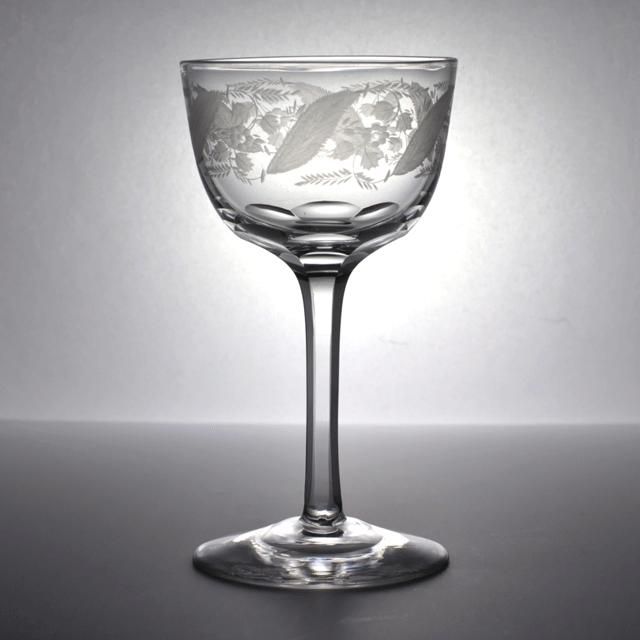 イギリス製、鮮やかに描かれた植物が印象的なアンティークリキュールグラス