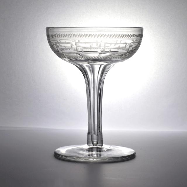 イギリス製 ホローステム(Hollow Stem) カップ部分はハンドエッジングの装飾のアンティークシャンパングラス