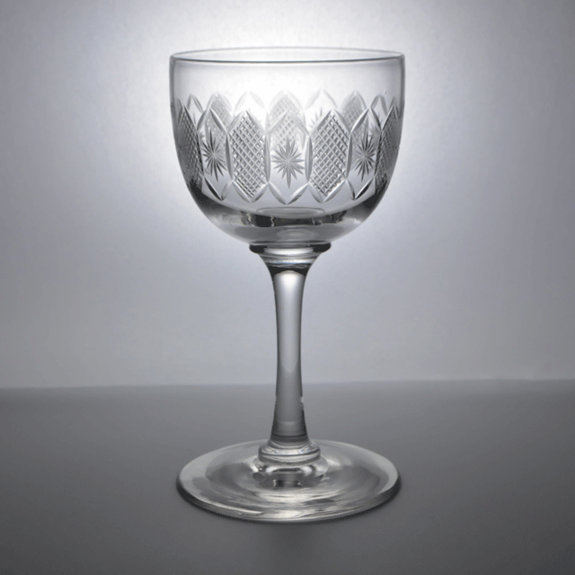 ハンドカットで装飾が施されたアンティークワイングラス