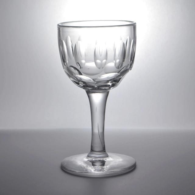 ハンドカットで作られたアンティークワイン・リキュールグラス