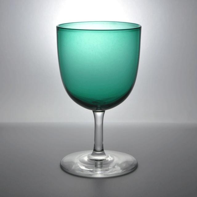 カップが緑の小ぶりなアンティークワイングラス