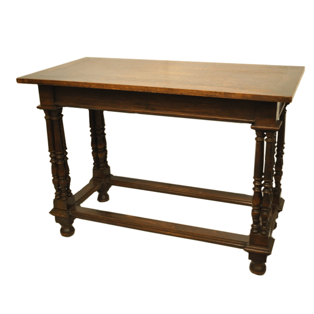 オーク材で作られたアンティークテーブル
