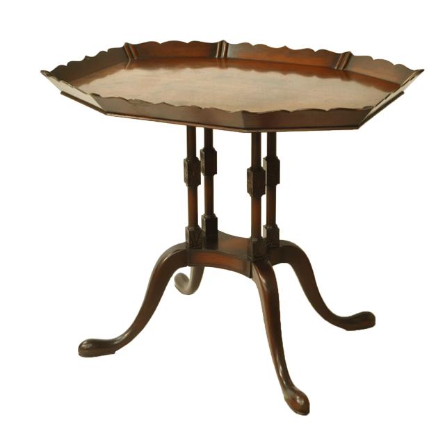 ウォルナット(ウォールナット)材で作られたアンティークティーテーブル