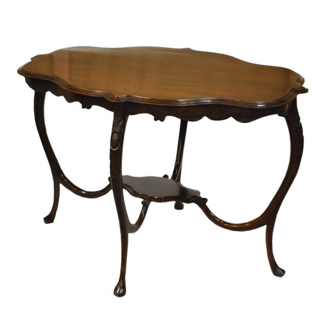 マホガニー材で作られたアンティークセンタテーブル