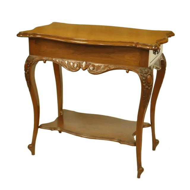 マホガニー材で作られたアンティークティーテーブル