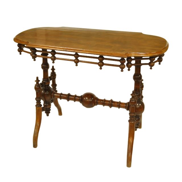 ウォールナット材で作られたアンティークセンターテーブル