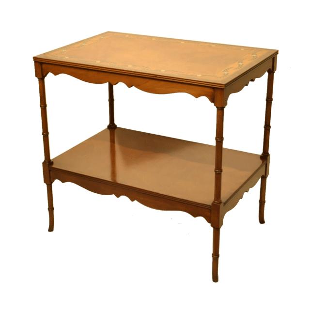 マホガニー材で作られたアンティークサイドテーブル