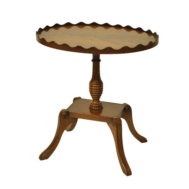 マホガニー材で作られたアンティークワインテーブル