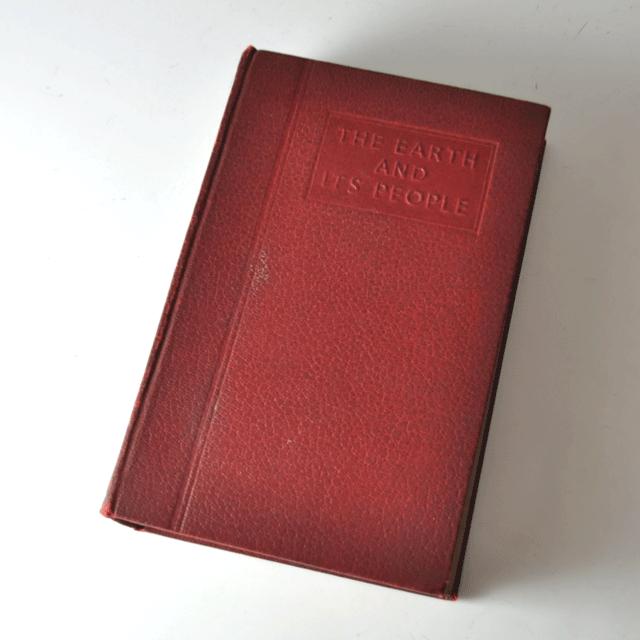 赤いアンティークブック