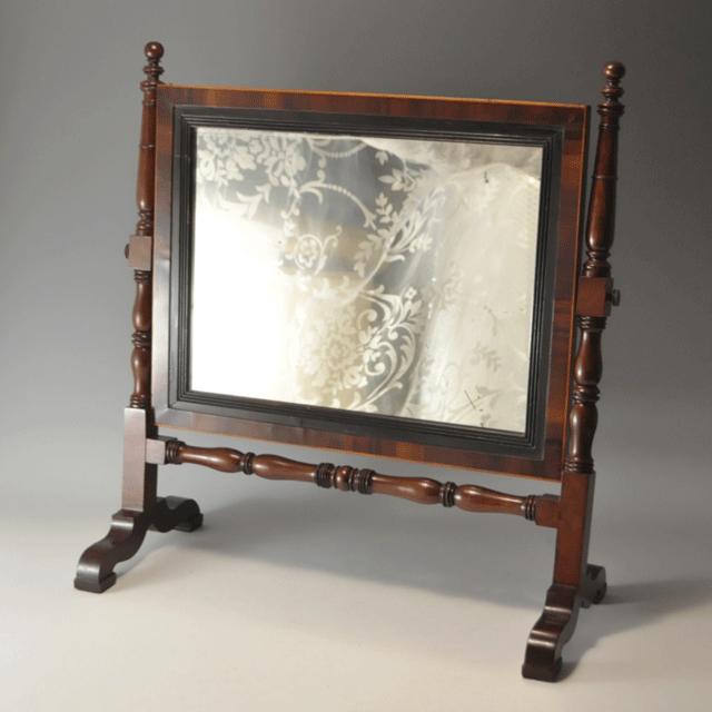 マホガニー材で作られたテーブルミラー