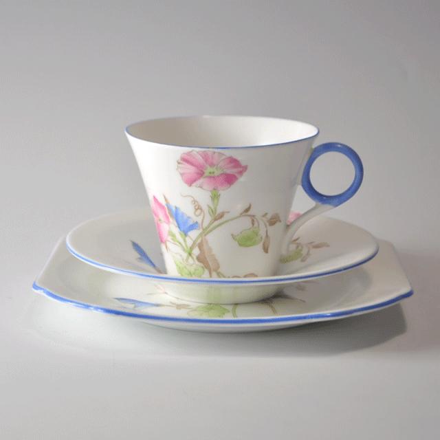世界中で人気のあるイギリス名窯Shelley(シェリー)の、リージェントシェイプ、 Morning Glory パターンのティートリオ