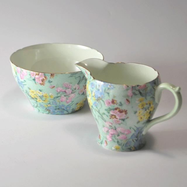 世界中で人気のあるイギリス名窯Shelley(シェリー)の世界中で人気のあるイギリス名窯Shelley(シェリー)のメロディーパターンのミルクジャグ&シュガーボール