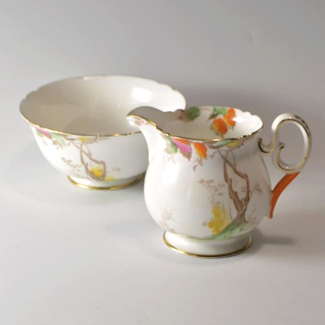 世界中で人気のあるイギリス名窯Shelley(シェリー)の世界中で人気のあるイギリス名窯Shelley(シェリー)のAutumn laevesパターンのミルクジャグ&ボール