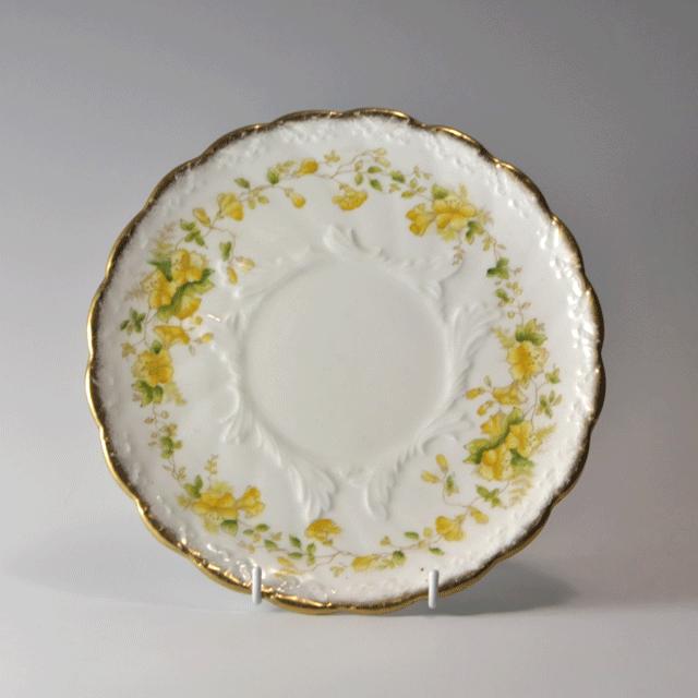 Kerria社の金彩の縁に黄色の花が鮮やかに描かれた直径23cmのアンティークプレート