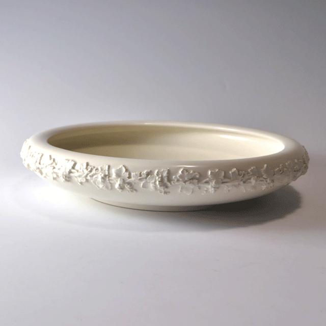 イギリスの陶器ブランドWEDGWOOD ウェッジウッド社製Queens ware(クイーンズウェア)シリーズの真っ白のフルーツボール