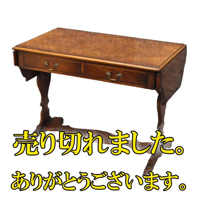 ウォールナット材で作られたフラップ式のアンティークソファテーブル