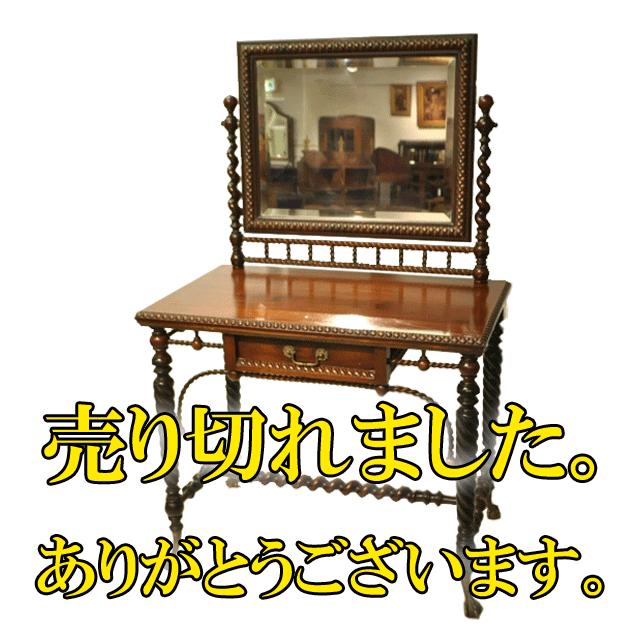 オーク材で作られた随所に手の込んだ装飾が施されたイギリス製アンティークドレッシングテーブル(ドレッサー)