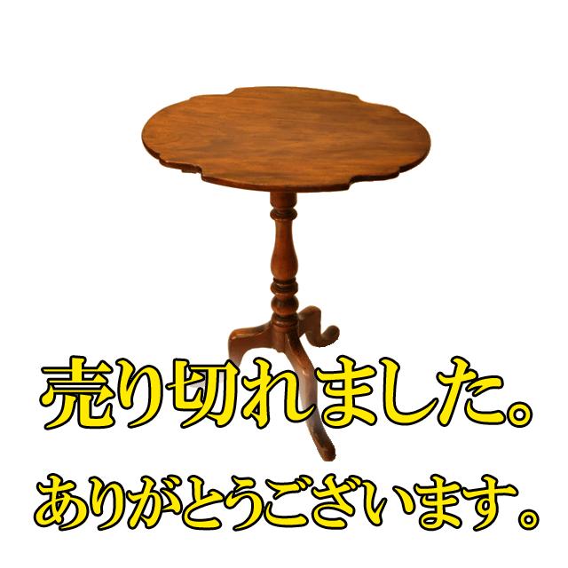 マホガニー材で作られた小ぶりなサイズのアンティークトリポットテーブル