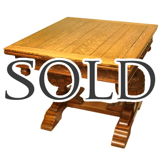 オーク材特有の虎斑が綺麗に天板に表れたバルボスレッグを持つアンティークドローリーフテーブル