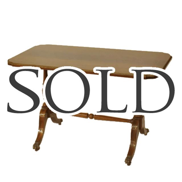 ウォールナットで作られたアンティークインレイソファテーブル