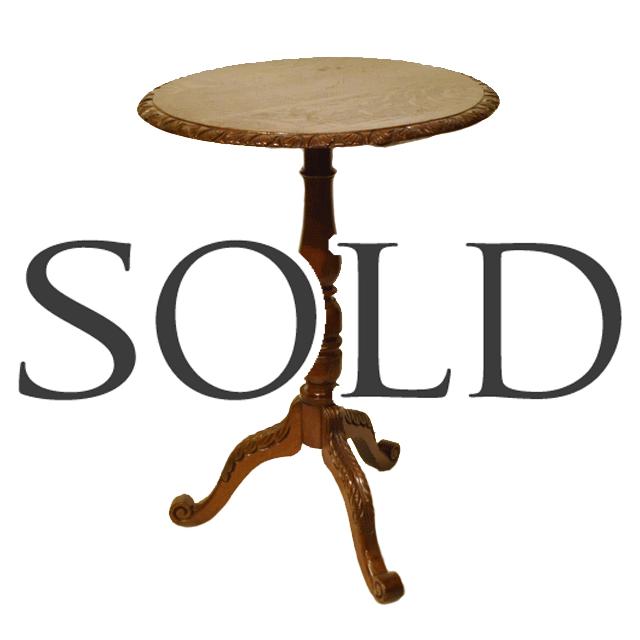 オーク材で作られたアンティークトリポットテーブル