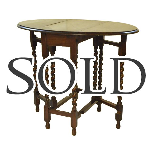 オーク材で作られたツイストレッグのアンティークG/leg(ゲートレッグ)テーブル