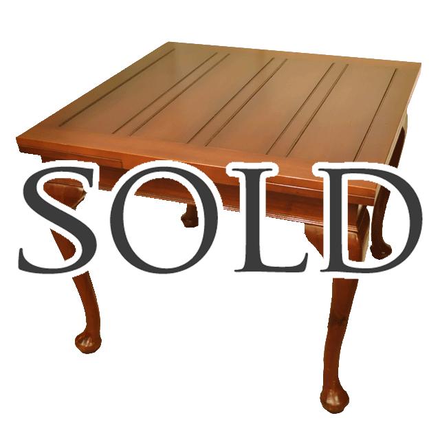 マホガニーの無垢材で作られた拡張式のアンティークドローリーフテーブル