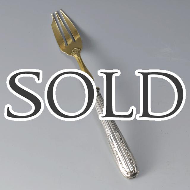 シルバープレート製、フォーク部分は真鍮色のアンティークフォーク