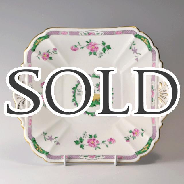 世界中で人気のあるイギリス名窯Shelley(シェリー)の世界中で人気のあるイギリス名窯Shelley(シェリー)の1920年頃に作られたサンドウィッチプレート